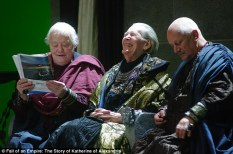 275241B500000578-3027571-Dudley_Sutton_Peter_O_Toole_and_Steven_Berkoff_enjoy_a_joke_toge-a-11_1428333534006
